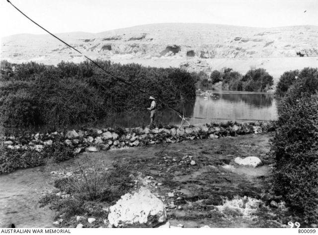 فارس أسترالي خفيف يصطاد في وادي زرقا النصب التذكاري للحرب الاسترالية Horseman Outdoor First World