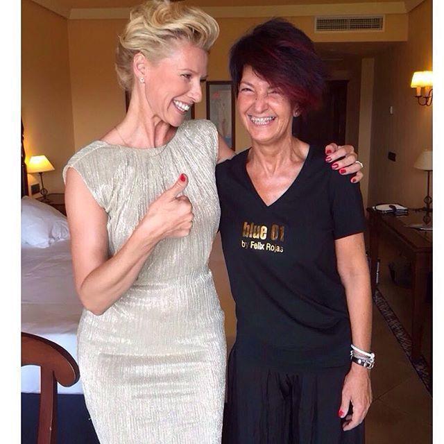 Pues parece que Anne Igartiburu está contenta con su recogido . #blue01stylist #recogido … http://ift.tt/1gMps8J