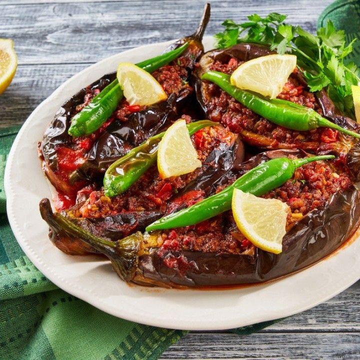 مطبخ سيدتي On Instagram جددي في وصفاتك اليوم وفاجئي أسرتك بطبق الباذنجان المحشو باللحم بالفرن من المطبخ التركي وصفات اكلات Recipes Food Dinner Recipes