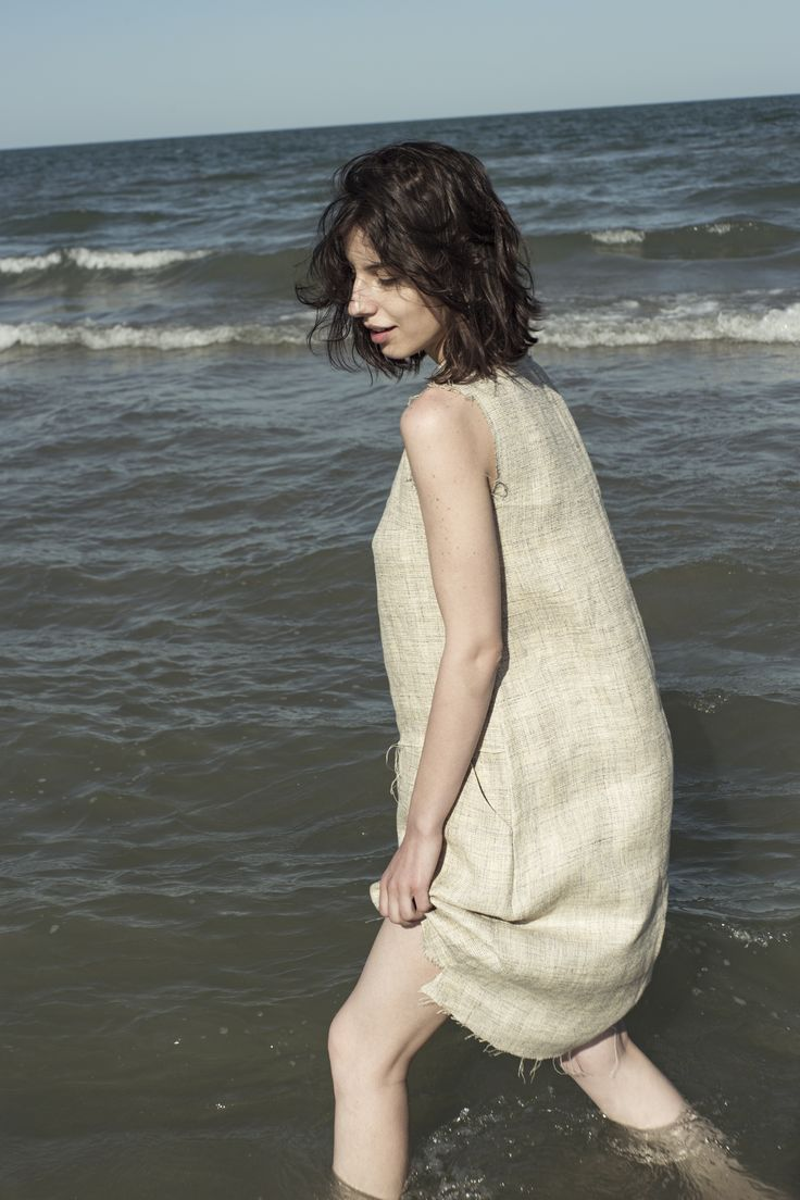 Playing with water!  #cotton-dress #minimal-dress #minimal-look #sustainable-fashion