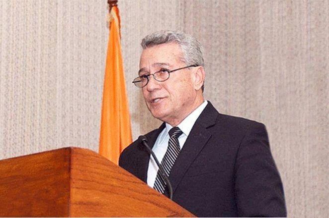 Santo Domingo.- El ministro de Industria, Comercio y Mipymes (MICM), Nelson Toca Simó, valoró el rol que juega el sector comercial en la economía dominicana, el cual lidera en generación de empleos dentro del sector de las micro, pequeñas y medianas empresas, con un 44 % del total de personas e...