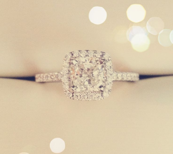 Cushion cut clear diamond with a halo. I think this is the one.... ! ...or princess cut....yikes! I can't decide! Lol