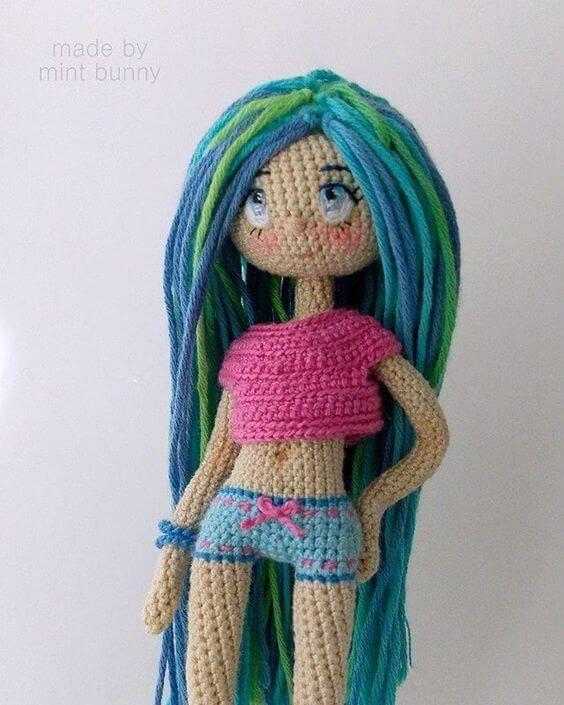 Muñeca con top amigurumi