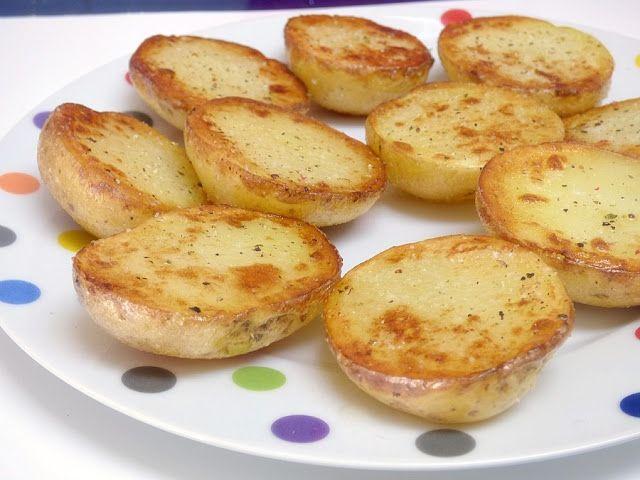 Muchas veces no sabemos con qué acompañar cualquier plato y no tenemos tiempo, haciendo estas patatas asadas al microondas quedan geniales y se hacen volando .. Necesitamos: Patatas pequeñas y…