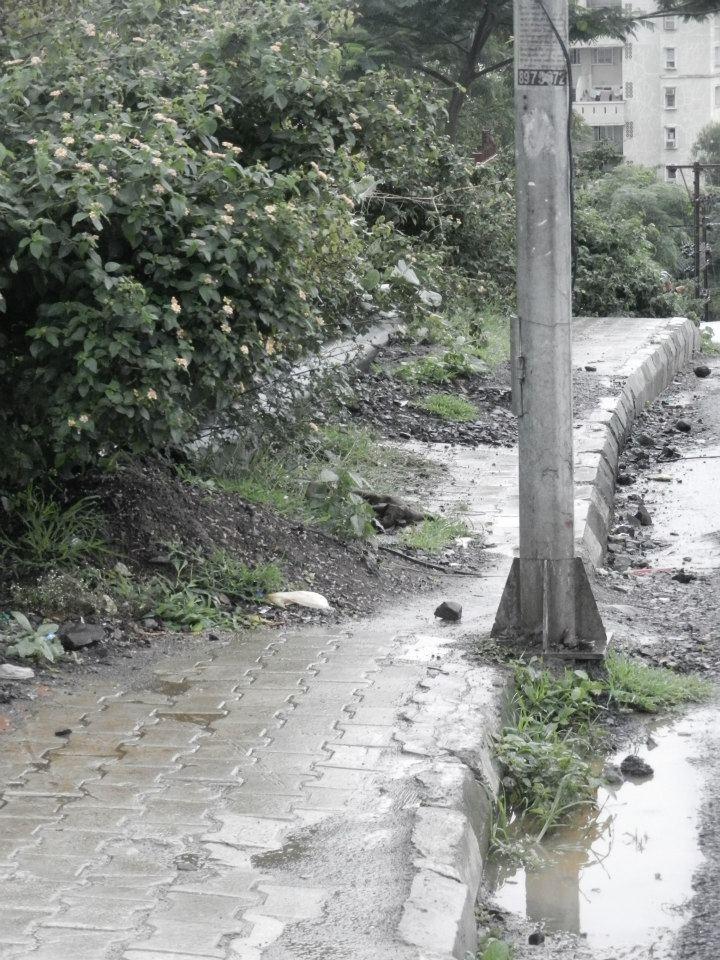 Blog de decoración Construction material on footpath- Pashan road