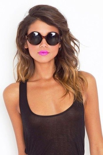 A) I wish I was this tan B) love the lip color C) love the combination of the color with a plain top and little other makeup. Don't even mind the hair, because with her skin color it almost looks naturally sun bleached at the ends. All around win.