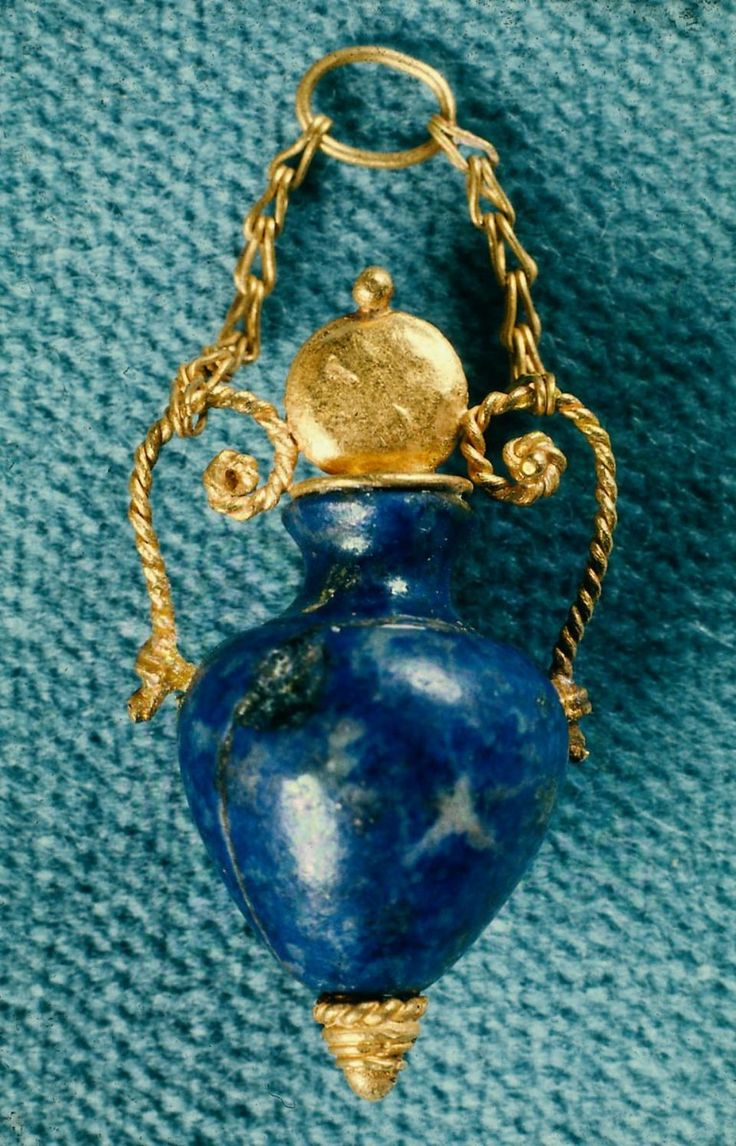 Pendant in the form of an amphora LAPIS LAZULI GREEK,330-300 BC