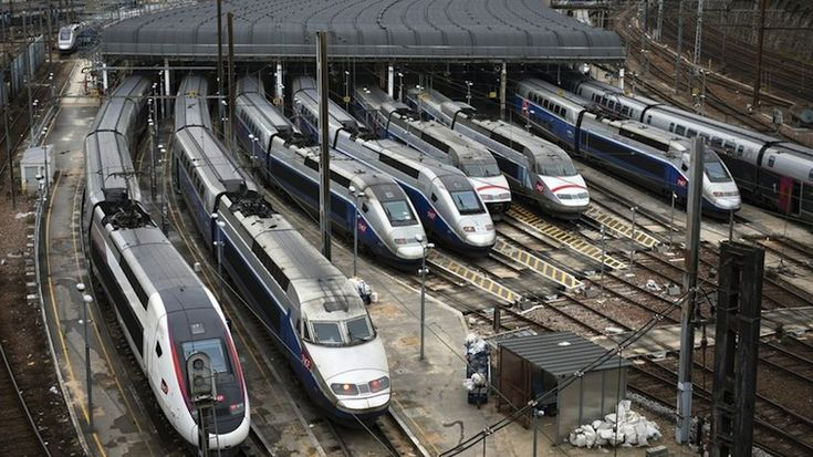 France strikes cause Travel chaos for rail and airline passengers