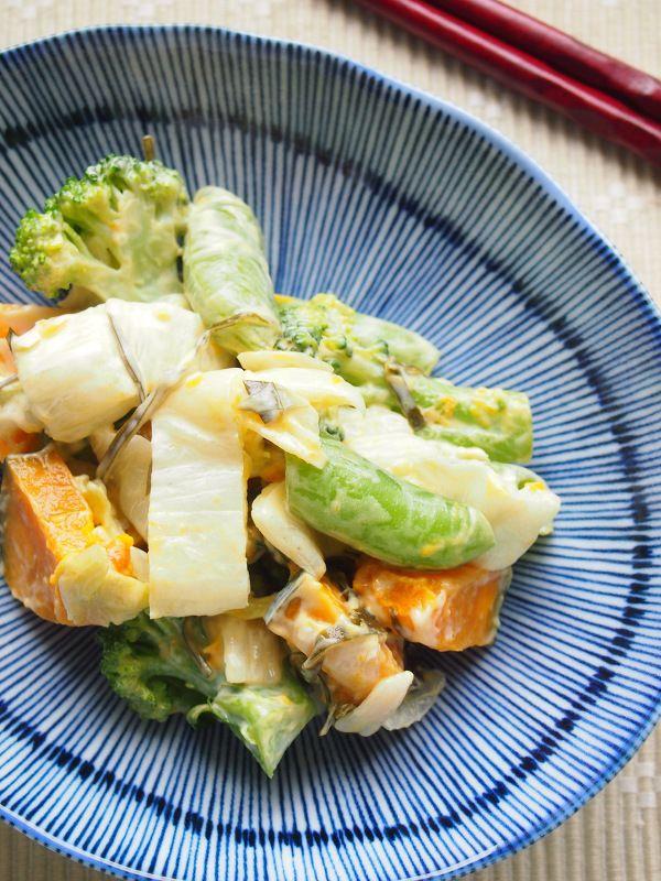 白菜漬けと茹で野菜のマヨ和えサラダ。