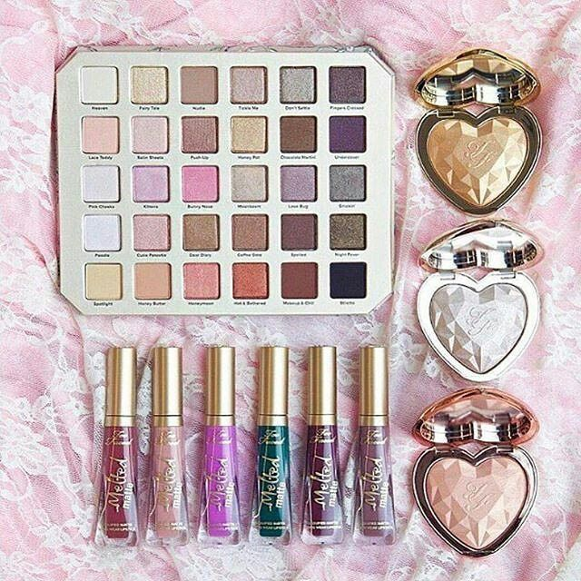 Oh my goodness this eyeshadow palette is just gorgeous. So many versatile shades to create all these creative eyeshadow looks for almost any eyecolor! Too faced is just goals and gives us such inspiration!