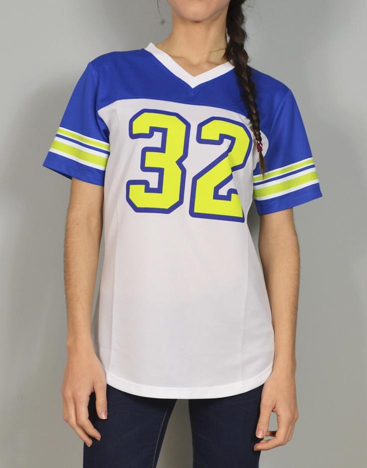 Camiseta de fútbol americano inspiración vintage. Estampado chic en espalda.