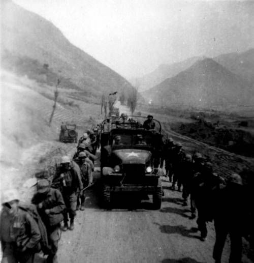 Page 1 :: Marines marching along Korean roads :: Korean Digital Archive. http://digitallibrary.usc.edu/cdm/ref/collection/p15799coll48/id/4451