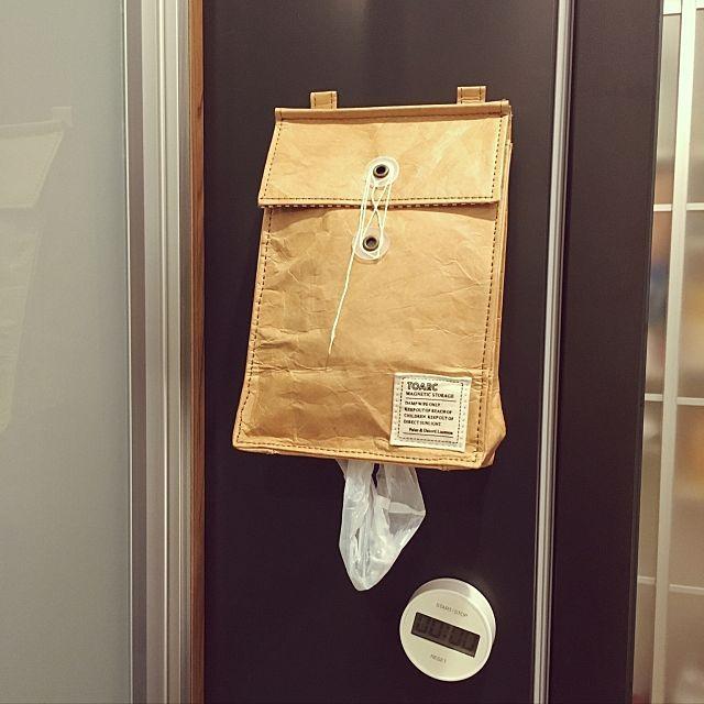 毎日使うレジ袋。みなさんのお宅ではどのようにストックされているのでしょうか。市販のストッカーを使ったり、手作りしたり。そして見せずに、使いやすさを追求するなど、ストックの方法もいろいろです。そんなポリ袋をすっきり、使いやすく収納したお宅を見てみましょう。