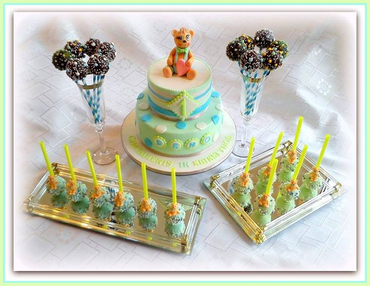 """Teddy bear"" Christening cake and cake pops"