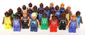Sono iniziati i play-off N.B.A!  Sapevate che le minifigure dei giocatori di basket sono state le prime ad essere realizzate ad immagine e somiglianza di persone reali?