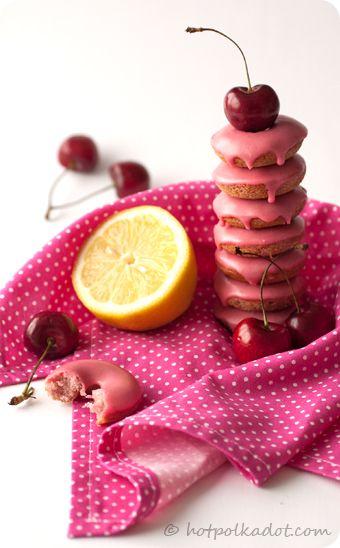 Donuts de Limão com Cobertura de Cereja