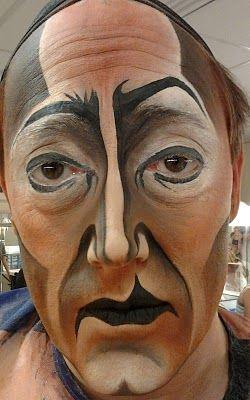 Interesting face paint :)                                                                                                                                                                                 Más