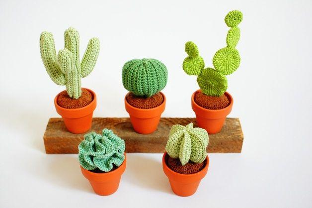 Häkelanleitung für einen kleinen Kakteengarten / diy crochet instruction: mini cactus, plants by Renirumis Kleinigkeiten via DaWanda.com