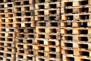 How to Dismantle a Pallet & Build a Raised Bed -