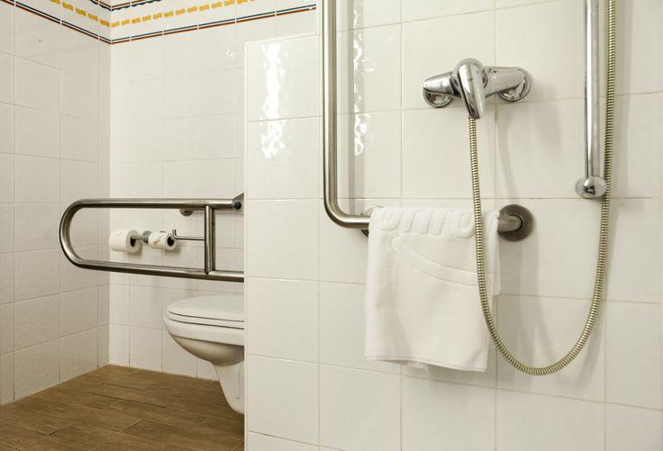 Baño con accesibilidad en nuestro hotel en Valencia cerca de Manises. www.confortelvalencia.com