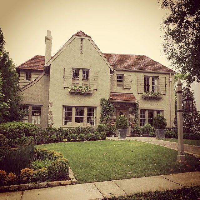 Limestone & Boxwoods - Instagram (@limestonebox) - An Atlanta architect's house with verdant landscape.