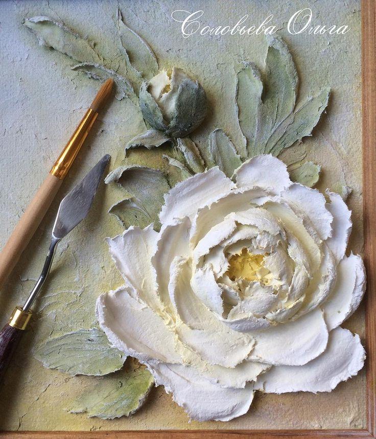 Доброе утро!☕️✨ На фото тот самый цветочек, который ножичком был сделан в дачных условиях. Теперь раскрашенный #объемнаяживопись #скульптурнаяживопись #барельеф #картина #декоративнаяштукатурка #ручнаяработа #handmade #панно #handmade #decorativeplaster #painting #объемнаякартина #обьемныйдекор #объемныйдекор #лепнина #craft #handcraft #sculpturepainting #decor #ирис #роза #пион #пионы #peonies #peony