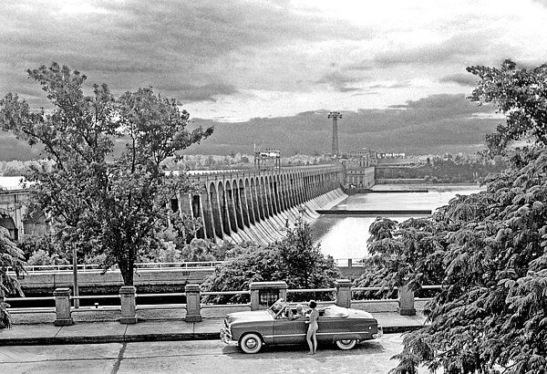 Muscle Shoals - Chuck Staley: Wilson Dam on the Tennessee River at Muscle Shoals, Alabama in the early 50s.