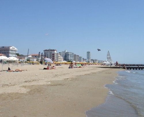 Learned to swim on a family holiday to Lido di jesolo in 1987. Lovely wide beach and had roast chicken and chips at Bill Bailey's cafe every night! That was before I discovered my love of italian food!