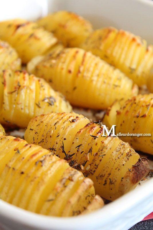 Ces pommes de terre au four à la suédoise sont vraiment délicieuses ! L'avantage c'est qu'on les prépare en un rien de temps, on les met au four et on ne s'en occupe plus ! Au final on a des PDT croustillantes à l'extérieur, fondantes à l'intérieur et...