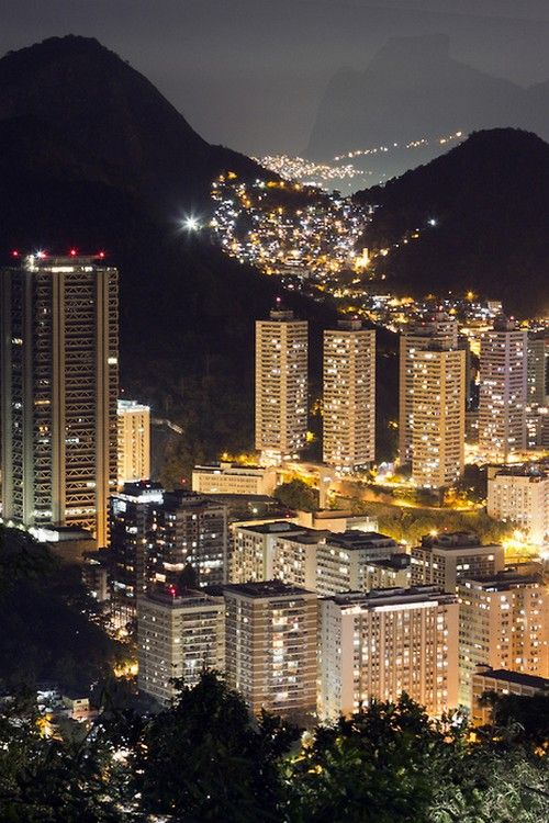 A view of a good part of the City,of Rio de a Janeiro, ilumitated, by night!