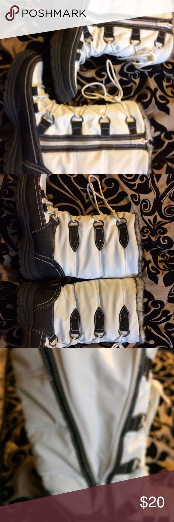 Tote winter boots Only worn twice totes winter boots. Warm, water proof and they're in great condition. like new. Youth size 7 Totes Shoes Rain & Snow Boots
