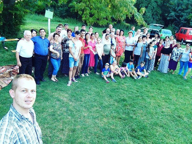 Selfie de familie   #family #selfie #church #nature #sabbath #green #forest #nice