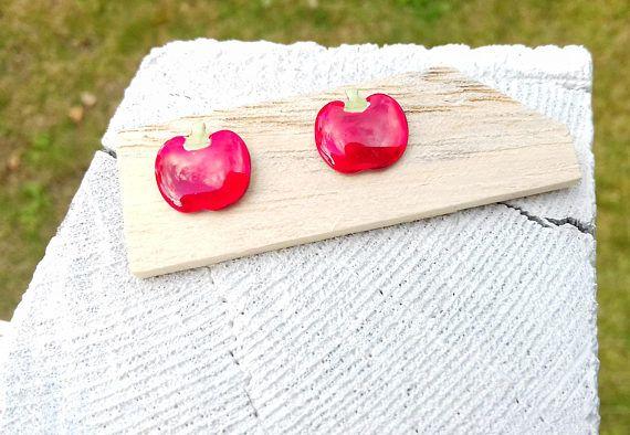 Apple Stud Earrings Red Enamel Cute Jewelry Everyday Jewels #appleearrings #studearrings #enameljewelry #everydayearrings