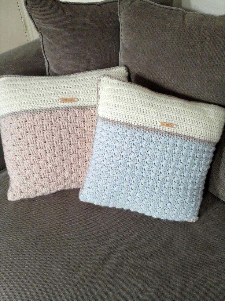 gemaakt van Julia wol, haaknaald 6&7. Mandensteek & blanket stitch