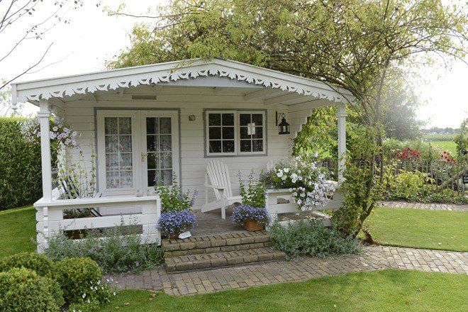 How CUTE is this little cottage? ♥  Image via www.w.clausdalby.dk