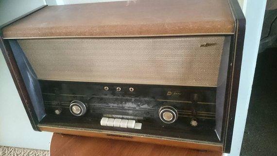 Bekijk dit items in mijn Etsy shop https://www.etsy.com/nl/listing/285438235/vintage-tube-radio-philips-b8x72a-dutch