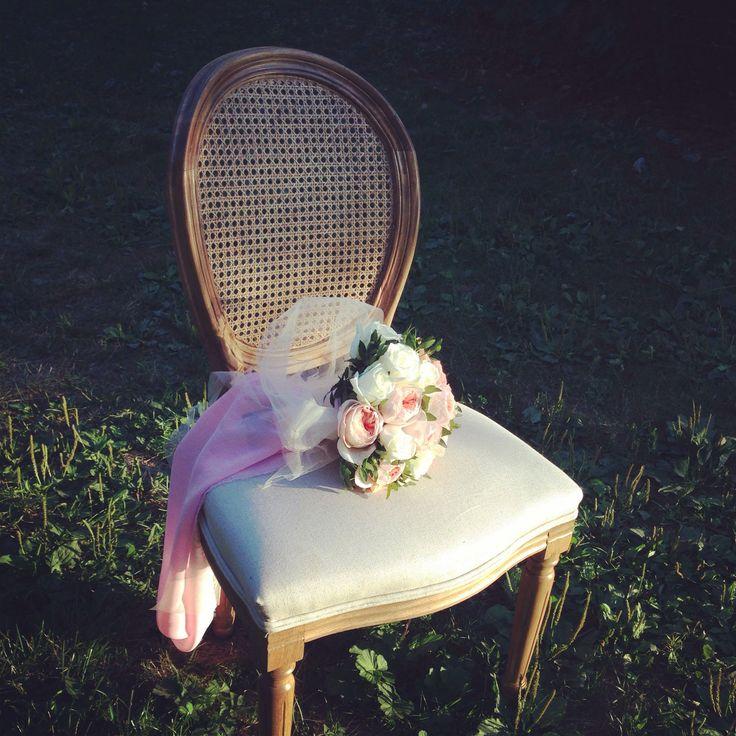 Очень удобный стул, к тому же фотогеничный)