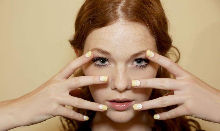 Nail Art 2016, le nuove Tendenze: Foto - http://www.beautydea.it/nail-art-2016-le-nuove-tendenze-foto/ - Nude Look, franch manicure inversa e nail art super colorate. Sono solo alcune delle tendenze unghie che conquisteranno il 2016!