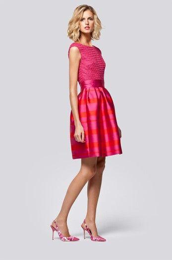 Carolina Herrera vestido corto fucsia
