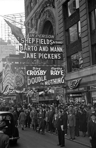 Paramount Theater, 43rd Street and Broadway,1937, photo by George Mann and the George Mann Archive.