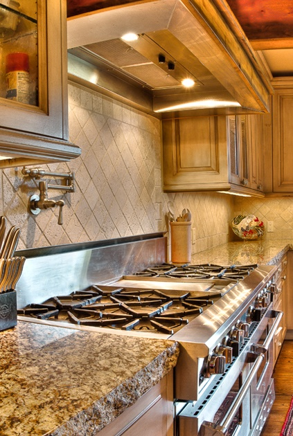 check out these counter tops..holy smokes..(and the stove)