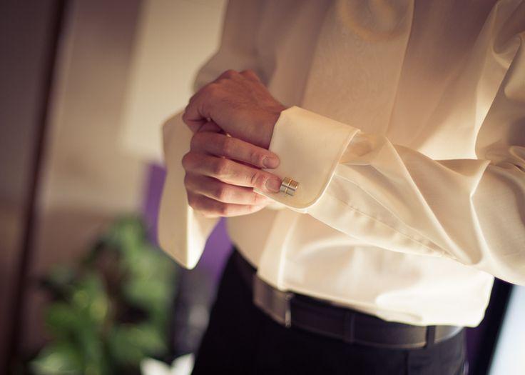 by JenzFlare People- und Hochzeitsfotograf Saarbrücken, Germany #wedding #dress #tuxedo #studs #cuff #shirt