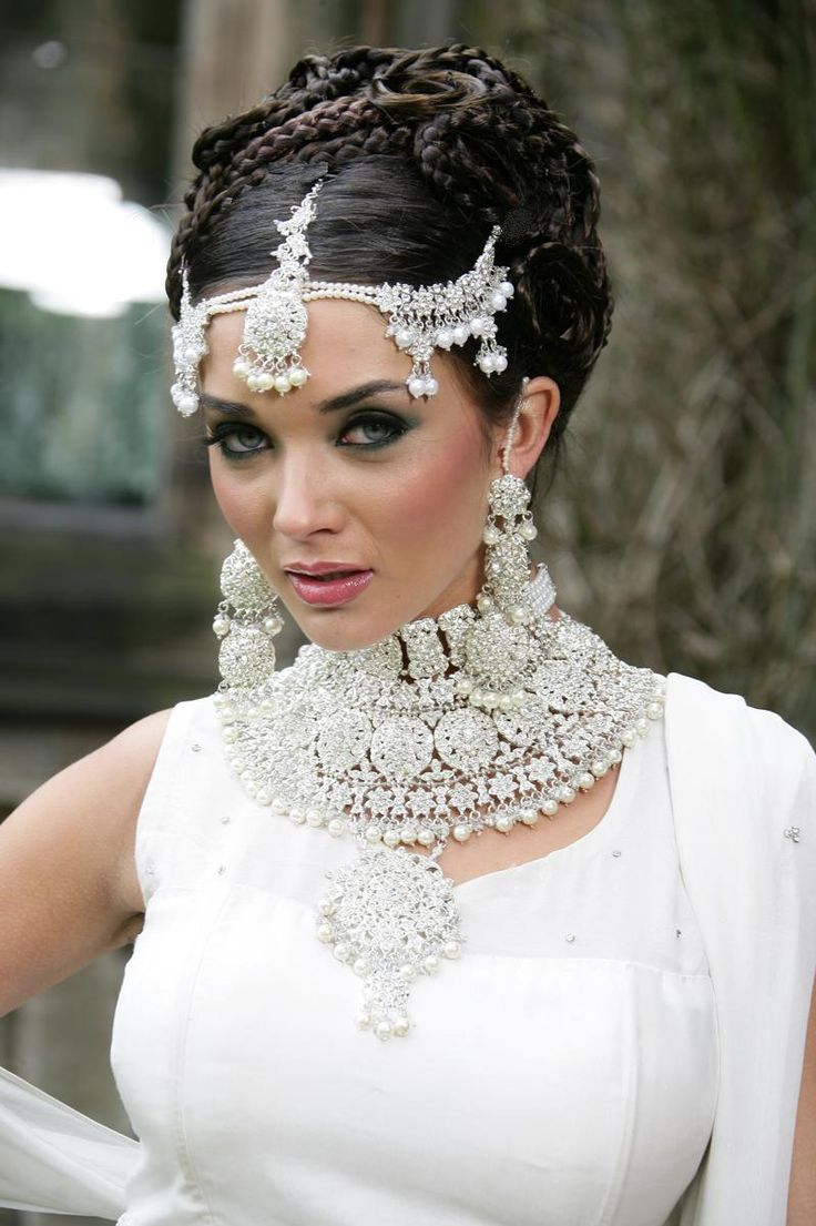 silver jodha akbar style jewelry set- awesome hair updos.