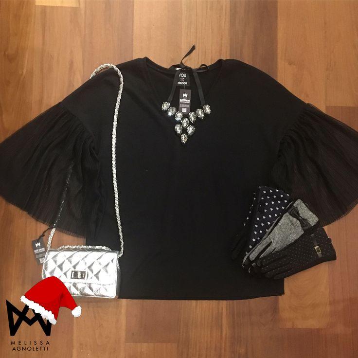 Maglia elegante con tanti accessori gioiello! Questo e tanto altro nel nostro Shop On Line o nel nostro Concept Store!!!