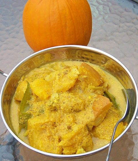 SRI LANKA / Pumpkin curry / වට්ටක කළු පොල් / Wattaka kalu pol / http://www.whichmeal.com/sri-lanka/dishes/Pumpkin-curry-1245/