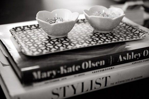 Style at Home: Beth Jones  -photographed by Laurel Dailey: Coffee Tables Books, Stacking Books, Offices Spaces, Stacked Books, Biddi Crafts, Interiors Design, Books Stacking, Coffee Table Books, Floweri Bowls
