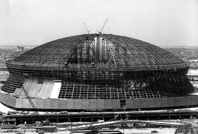 Construction of the mercedes benz superdome now a landmark for Mercedes benz new orleans