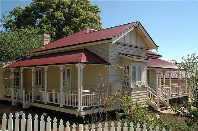 Side verandah exterior pinterest verandas for Queenslander exterior colour schemes