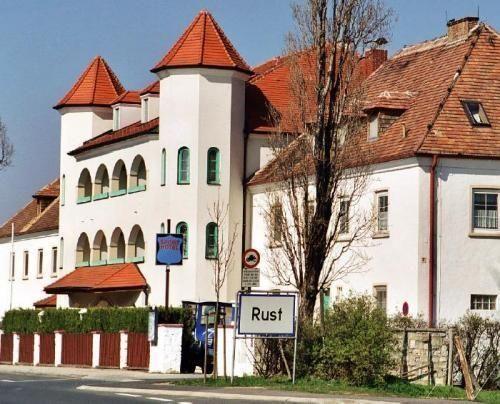 Hotel am Greiner - 3 Star #Hotel - $91 - #Hotels #Austria #Rust http://www.justigo.biz/hotels/austria/rust/sporthotel_49203.html