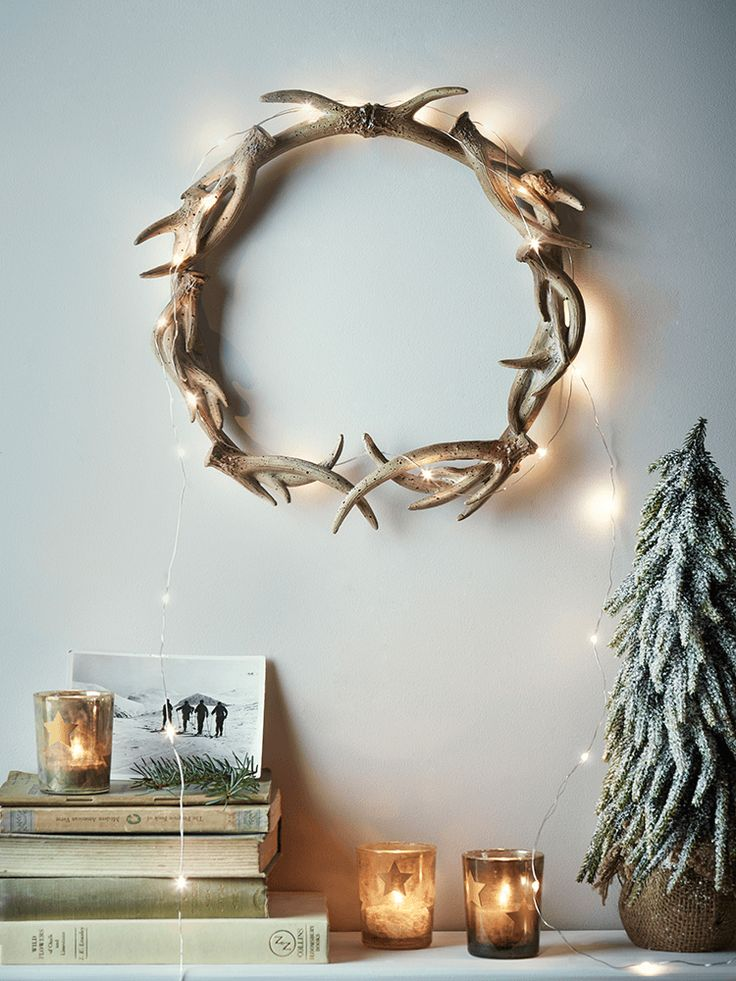 Cast in lightweight resin with a textured painted finish, this eye catching wreath is made up of an array of miniature faux antlers. With a keyhole hook on reverse for wall mounting, hang this petite wreath above your mantelpiece or over a console table to give you home the feel of a beautiful hilltop chalet.